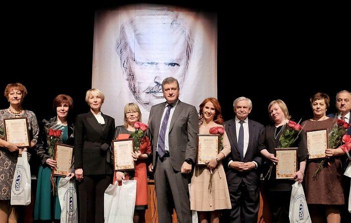 Игорь Васильев вручил награды лучшим библиотекарям области