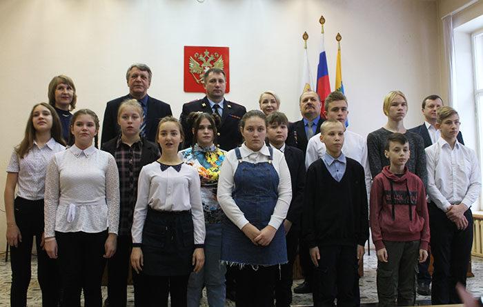 Подросткам вручили паспорта
