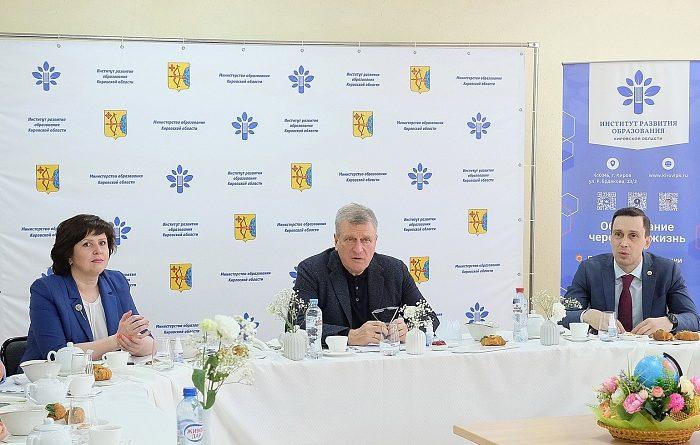 Игорь Васильев обсудил с педагогами вопросы развития школ и внедрения новых технологий в образовательный процесс